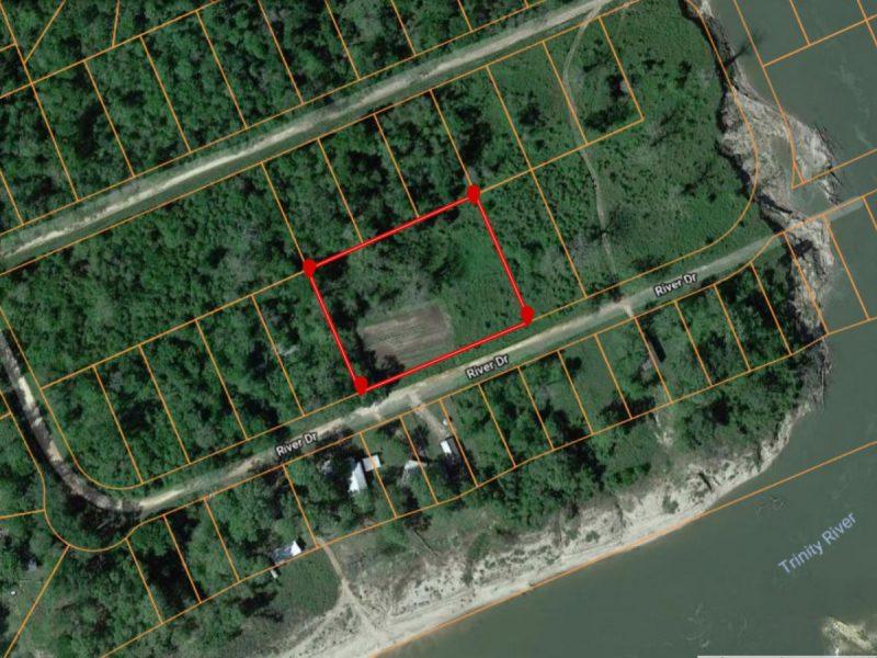 1.377 Acres in Coldspring TX c