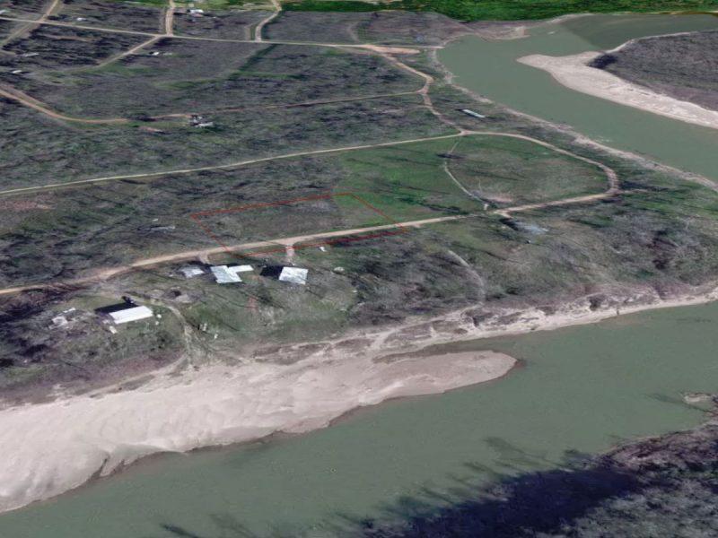 1.377 Acres in Coldspring TX f
