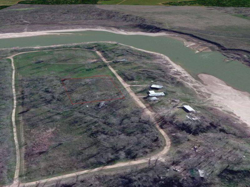 1.377 Acres in Coldspring TX g