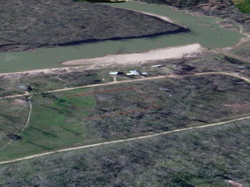1.377 Acres in Coldspring TX h